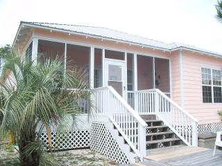 Peaceful Beach Cottage! Wifi, Pools, Hot Tub, Gulf Shores