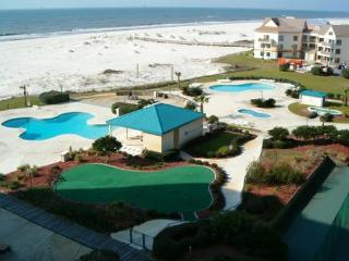 Newly Renovated Beach Side Condo! 6 Pools, Hot Tub