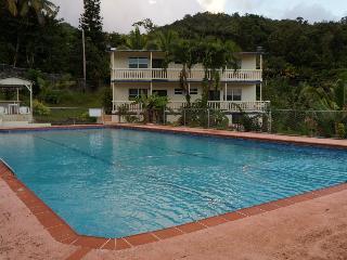 The pool and apartments at Hacienda Moyano