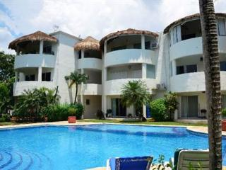 2 br 2 ba Condo Huge Pool  Walk to Beach & Town