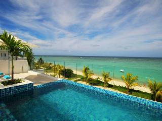 Beach Penthouse Wolmar private pool, beachfront, Flic En Flac