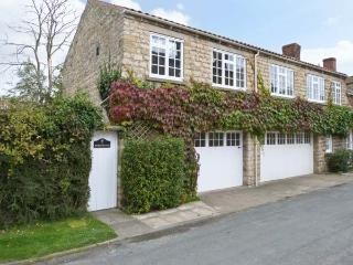 WESTWOOD all first floor, enclosed courtyard, close to moors in Hovingham Ref 18037