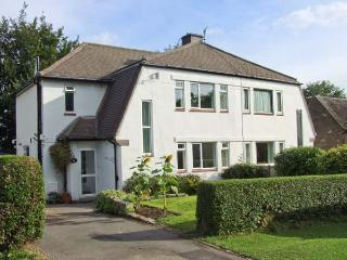 LOOSE HILL LEA, spacious accommodation, countryside views, walks from door, in
