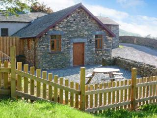 YEW TREE COTTAGE hot tub, four poster bed, woodburning stove in Coniston Ref