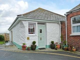 ROSE COTTAGE, traditional fisherman's cottage, woodburner, enclosed garden, sea views, in Mevagissey, Ref 25581