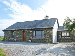 COURT FARM COTTAGE, single-storey detached cottage, woodburning stove, pet-friendly, sea views, near Glin, Ref 29070, Eglinton