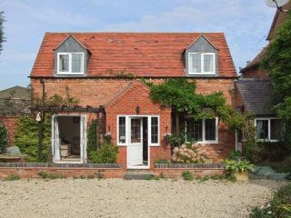 MOLE END COTTAGE, rural location, delightful gardens, family-friendly cottage