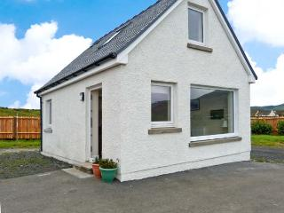 COTTAGE AT SEADRIFT, detached cottage, pet-friendly, sea views, romantic retreat, in Staffin, Ref. 29815