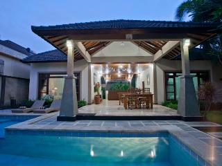 2-BR Pool Villa, 3 Mins walk to Seminyak Beach