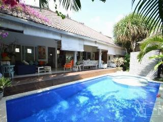 SEMINYAK 4 Bed Villa - Breakfast Daily - Sleeps 8 - wis