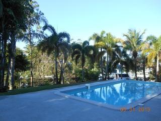 Tropical Getaway 500 sqft guest suite Private Home