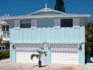 Bradley's Beach House: 4BR Pool Home Steps From Beach, Anna Maria