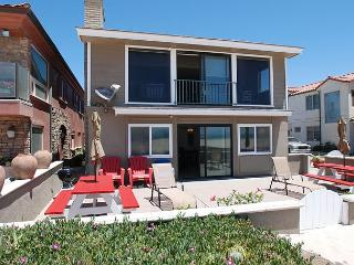 Oceanfront Lower Duplex - Large Patio on the Sand - Relax then BBQ! (68273), Newport Beach