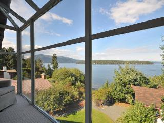 Unique 3 Bedroom Sidney Area Ocean Front Home with Beach Access, North Saanich