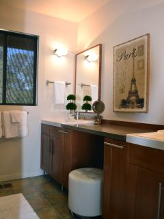 Hilltop365. 'French Influence' bathroom