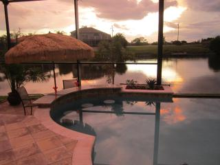 Villa Cinderella -  Infinity Edge Swim Up Pool Bar, Cape Coral