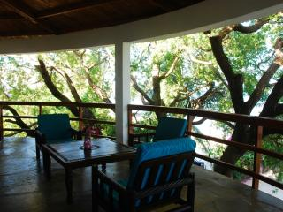 Flat on the beach with terrace on indian ocean, Malindi