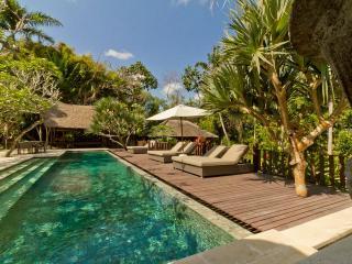 Paradise 1700m2 Garden &15x4 Pool & 3Br UMALAS