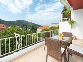 Superior 2bdr apt with garden terrace