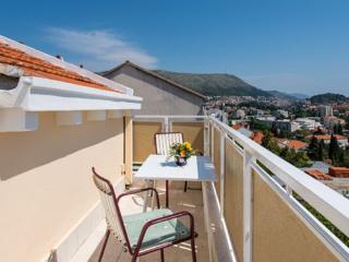2 Bedroom apt in Lapad with terrace