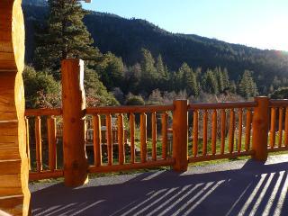 Beautiful mountian views from deck
