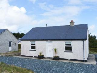 STRAND COTTAGE, dog-friendly, single-storey cottage in Derrybeg, Ref 25547, Bunbeg