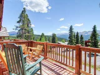 Luxury mountain home with hot tub, heated deck, and gorgeous mountain views (amazing views, free shuttle) - Firelight Luxury, Breckenridge