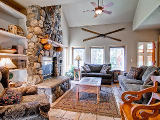 Expansive former chalet with private theater, game room, hot tub, and gazebo  (600 yds to lifts, free shuttle, events) - Grand View Lodge, Breckenridge
