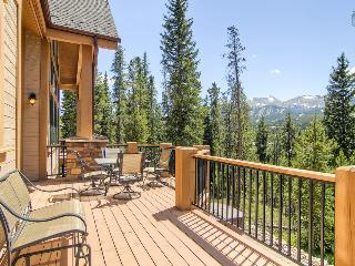 Modern chateau-style home with mountain views, private theater, hot tub, free shuttle (amazing views, free shuttle) - Mont Vista Châteaux, Breckenridge