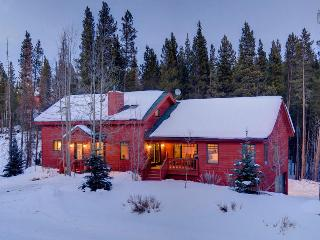 Secluded home near river with gondola parking passes, game room, and hot tub! (secluded, gondola parking passes) - Snowy River Retreat, Breckenridge