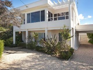 Seaclusion - exec property. Beach access 50 steps, Mollymook