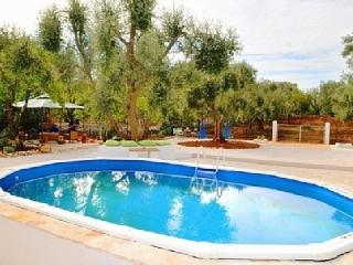 Villa Sleeps 6 with Private Pool