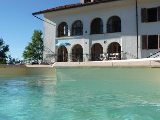 Villa Cadenza with pool, Murazzano