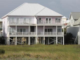 Great View of Gulf! 4BR/4BA Spacious Beach House, Pool, Short Walk to Beach