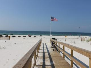 Close to Beach, Steps to Pool/Hot Tub 4BR/4BA,, Fort Morgan