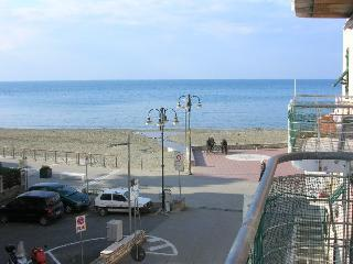 1bedroom Apartment 20 mt. from the beach with sea