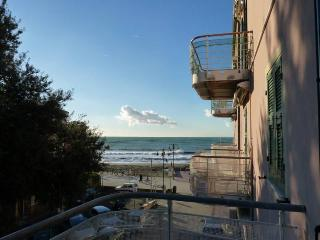 2 bedroom Apartment 20 mt.from the beach with sea, Levanto