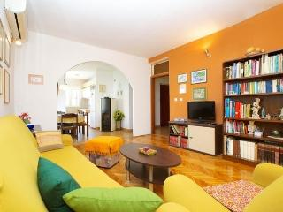 Spacious apartment Marin, Jelsa