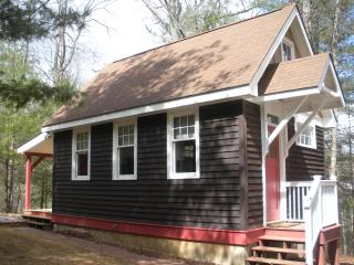 Cottage on Parkway Loop; Quiet, Cozy, Convenient!