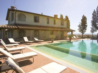 Absolute peaceful position for a 12 sleeps villa with pool, Montaione