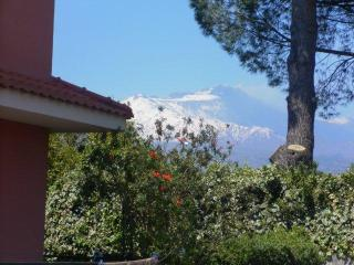 ETNA HOLIDAY HOME - between ETNA and TAORMINA, Aci Sant'Antonio