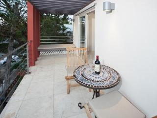 Simpson Bay Beach Modern Luxury Ocean View 1 BR
