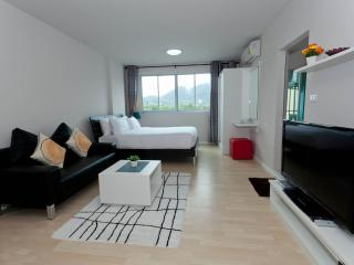 Stay in the heart of Phuket Dcondo Kathu RFH000344