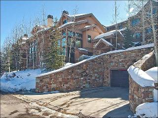 Beautiful Stone & Wood Finishes Throughout - Cozy & Inviting (25242), Park City