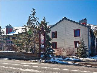 Beautifully Updated Condo - Convenient Downtown Location (25275), Park City