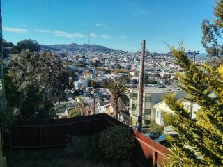 2BR Apt on beautiful hilltop, very easy street parking 山顶二室公寓, San Francisco
