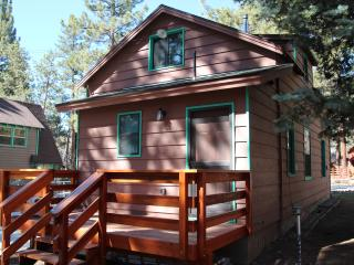 Cozy Hangar - Family Friendly Big Bear City Rental