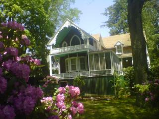 Large 4 Bdrm Home in Shelter Island Heights, Inclu