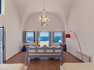 Astraea House Amazing Volvano View Sleeps 8!, Fira