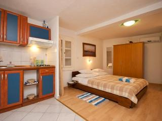 Studio apartment for two in Baska